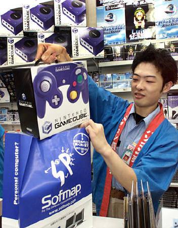 微软xbox发布在即 电脑游戏机大战一触即发