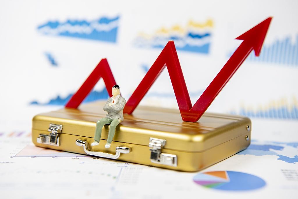 午盘:沪指涨超4% 接近3300点 两市成交近万亿