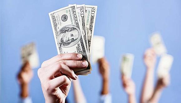 美国人手头现金大增,但疫情反弹都存银行没敢花
