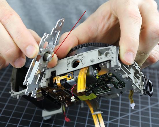 EOS R相机大拆解 佳能居然还留了一手?
