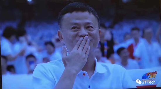 """网赚app推广马云董事长的最后一夜:泪洒当场 """"我不舍得离"""