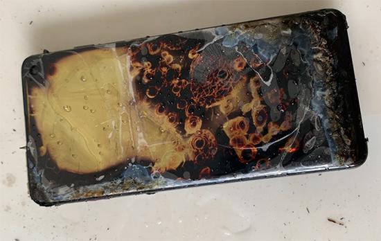 消费者称新购三星S10充电时自燃 此前国外疑有先例