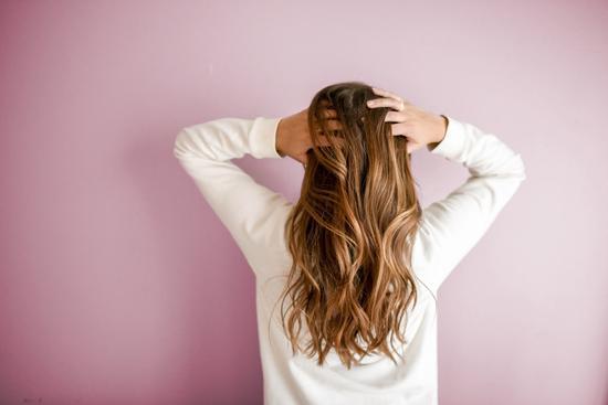 华人科学家发明神奇生发帽:自发电治脱发,完胜用药