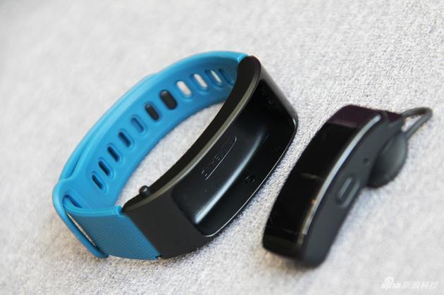 华为手环B3青春版采用分离式设计,可当独立声道蓝牙耳机