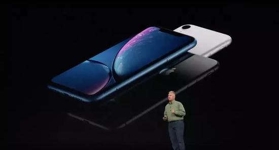 续航方面,iPhone XR的续航成绩要比iPhone 8 Plus长一个半小时。