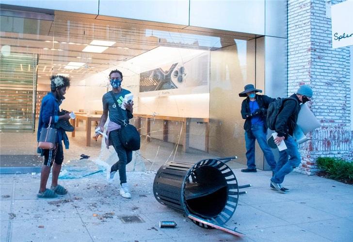 苹果警告iPhone抢夺者:手机无法被重置 并追踪定位