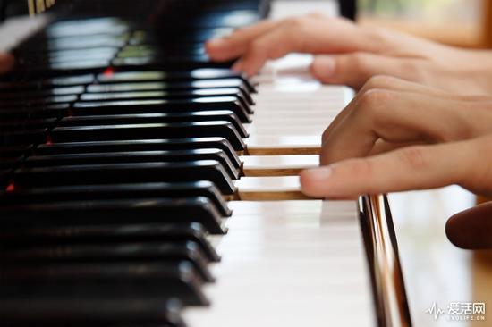 谷歌AI钢琴精灵:只需八个按键 摇身一变成郎朗 股票配资
