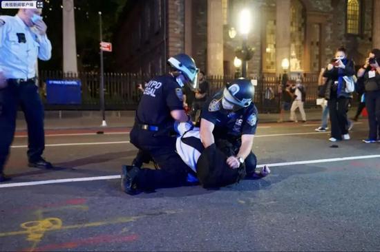 纽约执法部门逮捕示威者现场