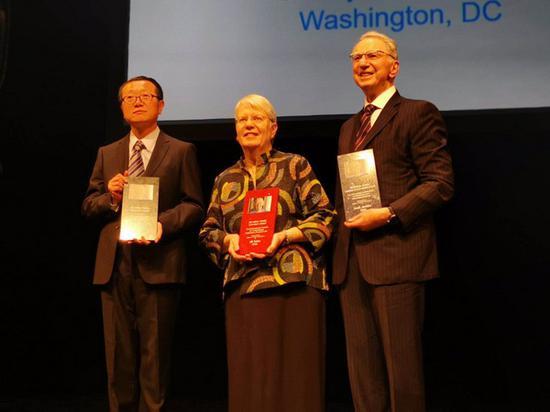 刘慈欣被授予2018克拉克想象力服务社会奖(附演讲)