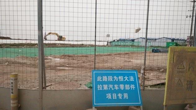 ▲施工现场正门口告示牌 图片来源:每经记者 邱德坤 摄