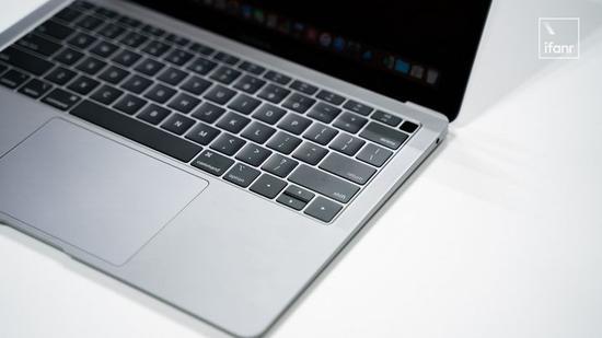 新MacBook Air现场上手:它让MacBook变得有点尴尬了 证券配资