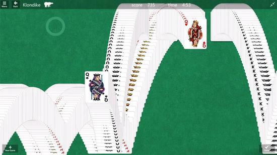"""纸牌游戏的胜利页特效,与之同样著名的还有""""唰唰唰""""的发牌声,令人极度舒适。/Microsoft"""