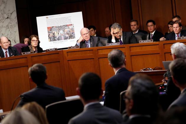 """在去年一次有关俄罗斯传播虚假信息的听证会上,美国参议院向Facebook、谷歌和Twitter的代表展示一个虚构事实的""""矿工支持特朗普""""活动的帖子"""