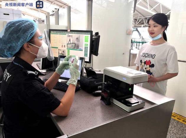 """广州白云机场推国内航班""""一脸通行""""服务 系全国首家"""