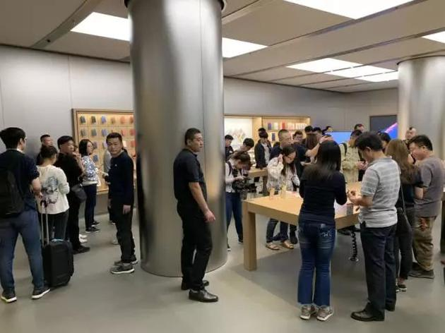 北京某Apple Store,9月21日iPhone XS系列首日发售场面