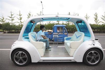 9月18日,房山区北京高端制造业基地,自动驾驶车辆在道路中进行测试。本版摄影/新京报记者 侯少卿