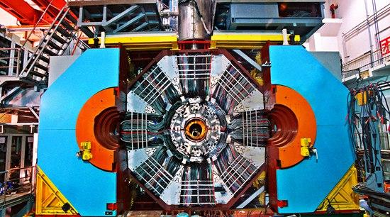 北京正负电子对撞机 与质疑同行30年